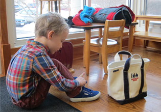 montessori-primary-student-practices-shoe-tying-at-forest-bluff-school